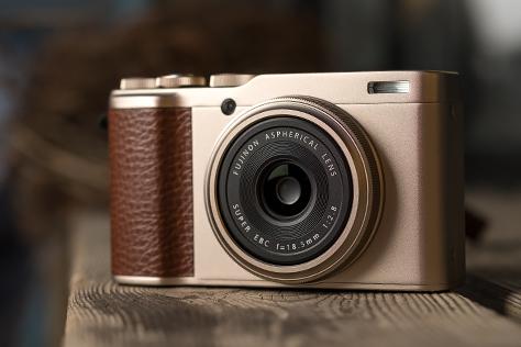 Nový kompaktný fotoaparát Fujifilm XF10 predstavený